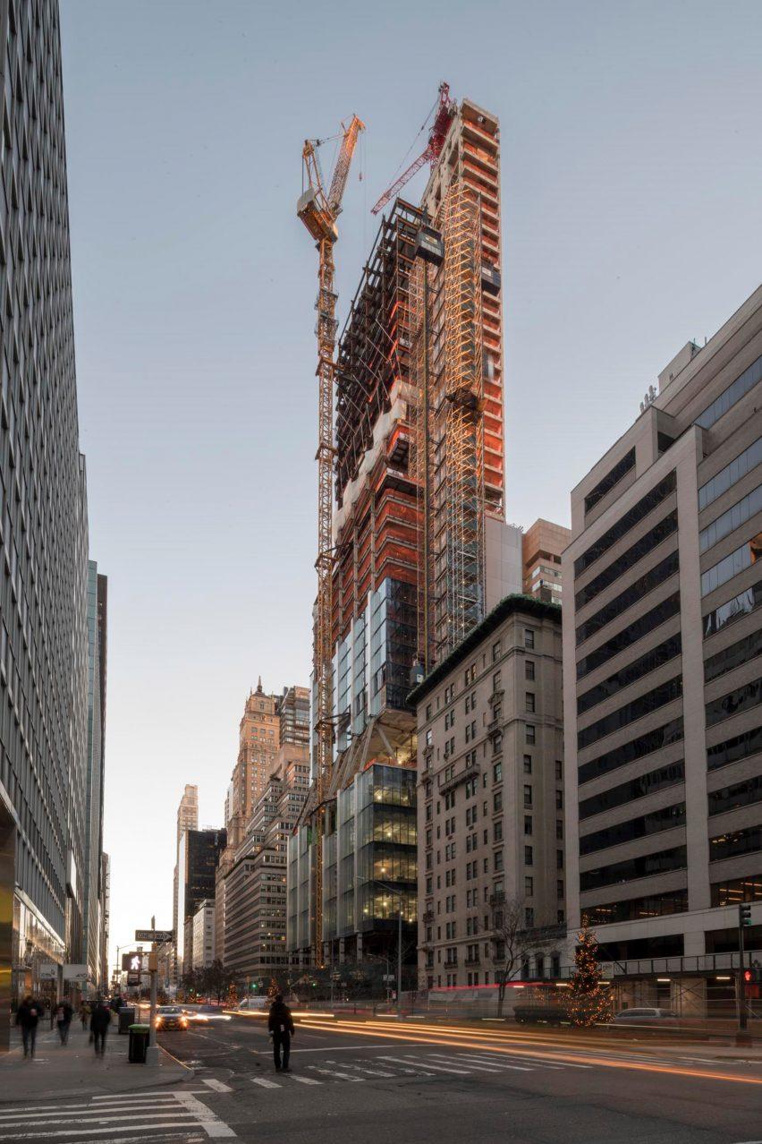 https://mcdspro.com/wp-content/uploads/2020/03/425-park-avenue-foster-partners-skyscraper-tops-out-new-york_dezeen_2364_col_2-852x1278-1.jpg